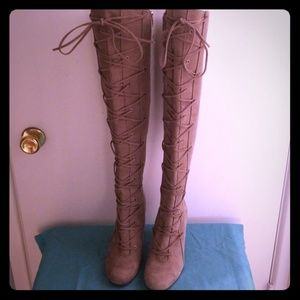 1dabcf0acd2 Vince Camuto Shoes - Vince Camuto Thanta suede boots Size 7.5